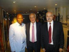 Nicolas Sarkis entouré par les journalistes Lilo Miango et Elias Masboungi.
